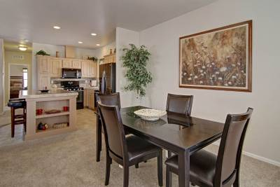 American Freedom 2444 dining room kitchen - 5