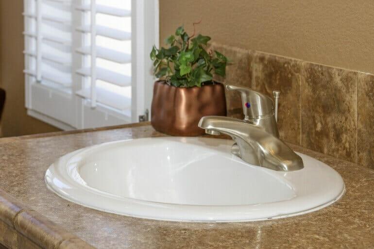 AF2856E master bath sink2 770 513 - 17
