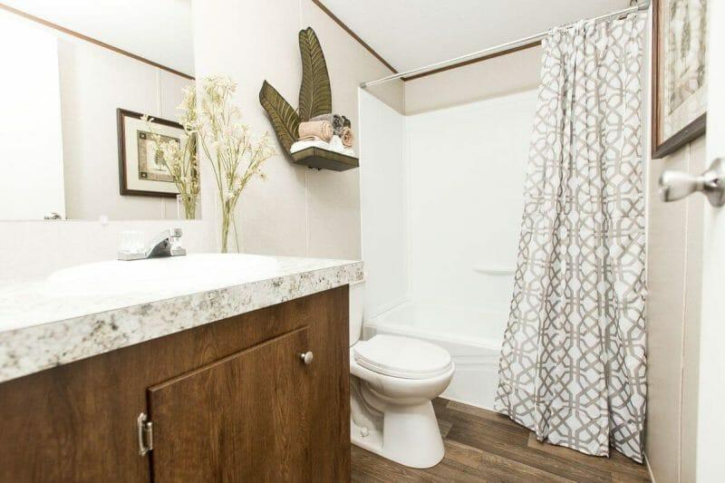 Manufactured PRIDE 36TRU28684RH Master Bathroom 20170323 1415481544089 - 17