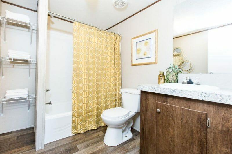 Manufactured WONDER 36TRU28724RH Master Bathroom - 4