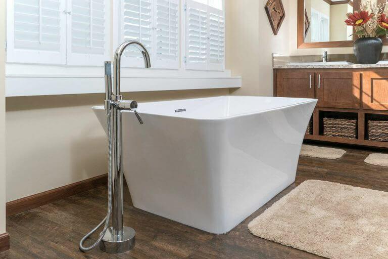 02-new-era-radiant-spa-tub.jpg
