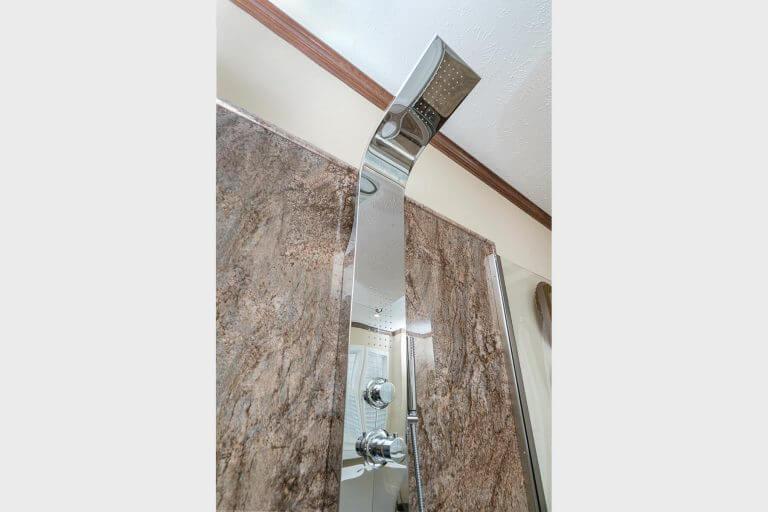 04-new-era-radiant-spa-bath-shower-tower.jpg