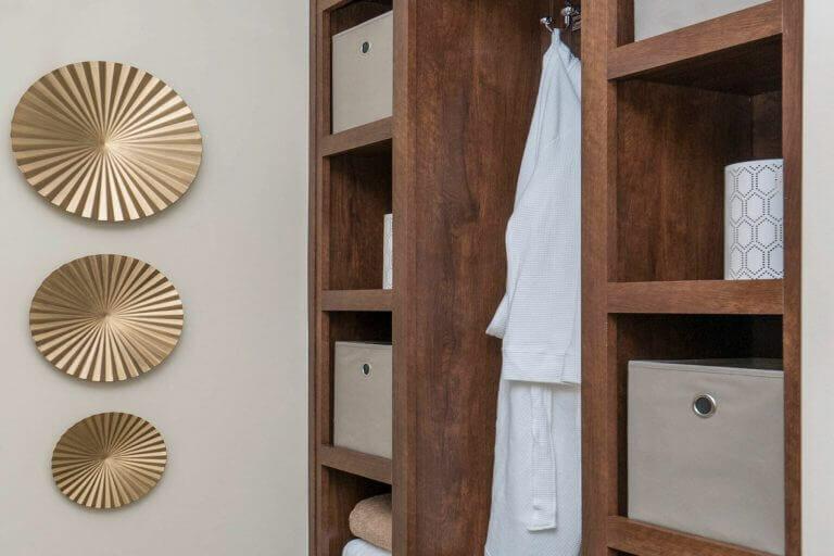 05-new-era-radiant-spa-bath-built-ins.jpg