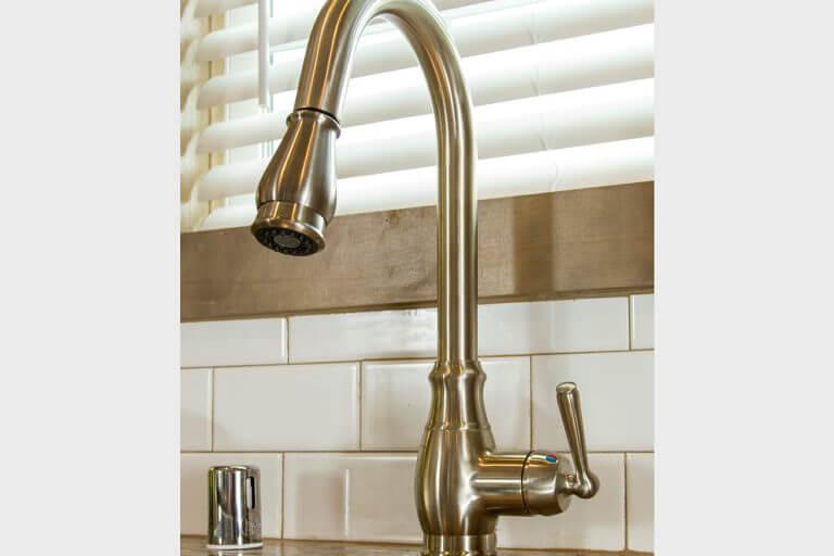 07-uk2-kitchen-faucet.jpg