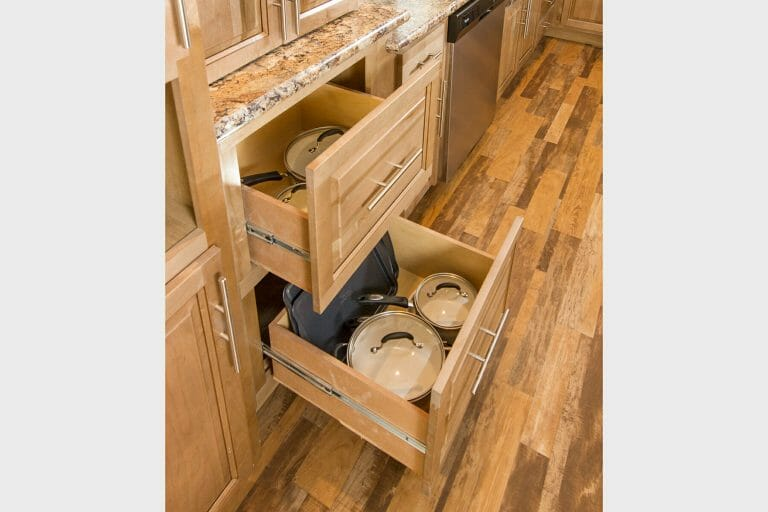 09-uk2-pots-and-pans-drawers.jpg
