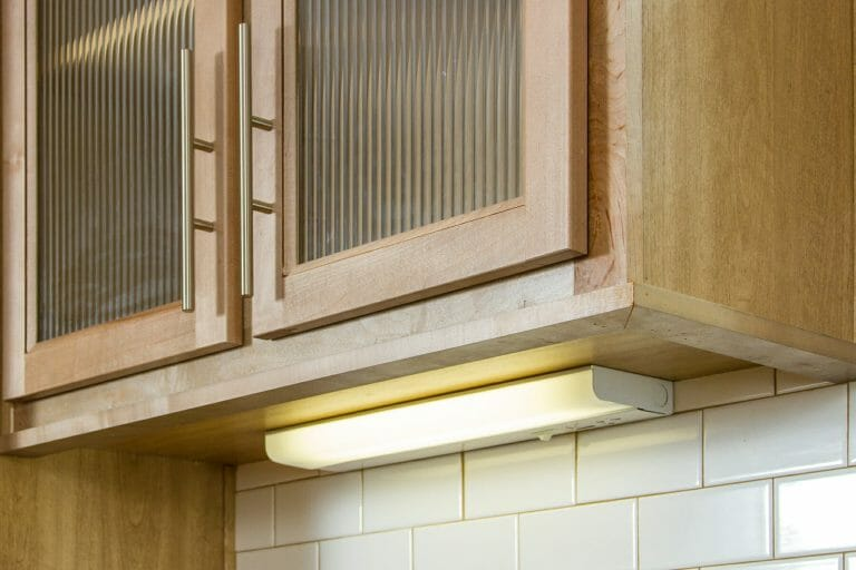 11-uk2-under-cabinet-lighting.jpg